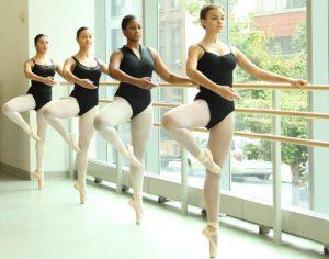 Deze balletkleding zit strak om je lijf